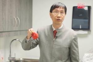 【新冠肺炎】水果表面依附大量抗藥性細菌有損健康  袁國勇教授親身解說3步正確洗水果方法