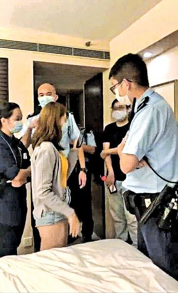 涉逼男網友「舐鞋底」兼直播 3男女被捕