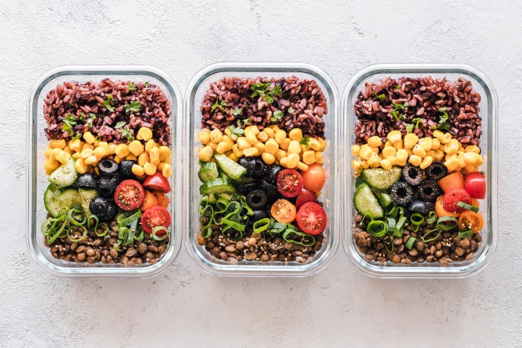【帶飯食譜】長期食用攝取大量亞硝酸鹽可增患癌風險!4類隔夜菜翻熱無益不宜帶飯食物