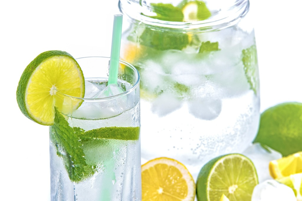 【健康減肥飲食】喝對檸檬水可以健康快速瘦一圈! 營養師教你檸檬水瘦身3大好處/這樣喝更有效減肥