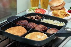 【廚具用品】歐美人氣熱賣創意平底鍋    五格/三格設計同時烹調多款食物方便省時間