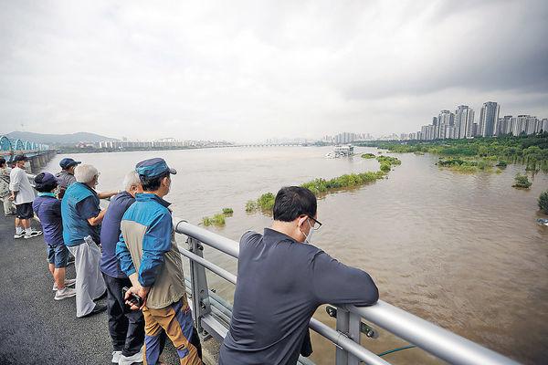 南韓暴雨16死 漢江9年首發洪水預警