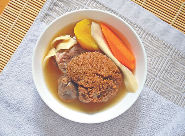 健脾祛濕:淮山猴頭菇無花果湯