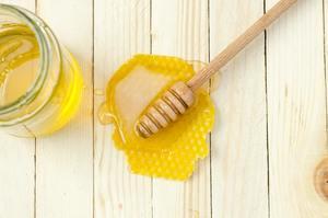 【蜂蜜好處】牛津研究:蜂蜜比抗生素更有效紓緩傷風感冒症狀 患者痊癒時間比平時快1-2日