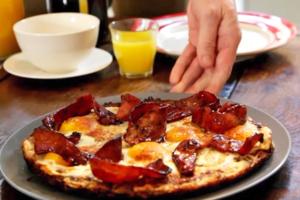 【薯餅食譜】地獄廚神Gordon Ramsay教煮週末早餐懶人料理 香脆美式薯餅烤蛋配焦糖煙肉