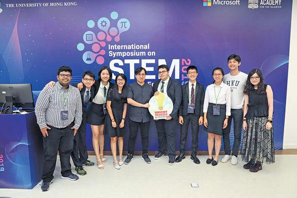 7國際中學生設計AI盲人拐杖 創新奪殊榮
