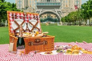 【澳門美食2020】澳門巴黎人推出9至11月法式戶外野餐體驗!巴黎鐵塔前歎法式野餐及香檳/打卡好去處