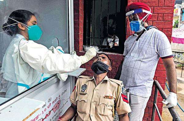 印度增逾9萬確診 再創全球單日新高