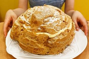 【日本甜品】日本餐廳推出2kg巨型忌廉泡芙 最適合做生日蛋糕送俾泡芙迷!