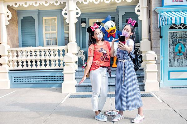 迪士尼周五重開 港人門票優惠買2送1