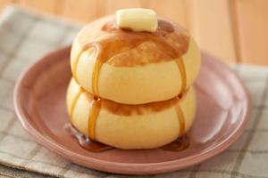 【日本甜品】日本森永流心楓糖班戟蛋糕 軟綿煙韌鬆餅+流心楓糖吉士醬!