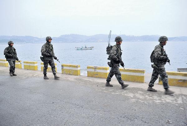 南韓公務員圖跳海投誠 疑北韓槍殺焚屍