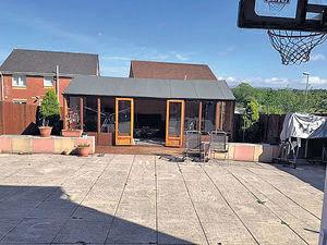 蘇格蘭豪宅設私家籃球場 喬寶寶住5千呎獨立屋勁歎