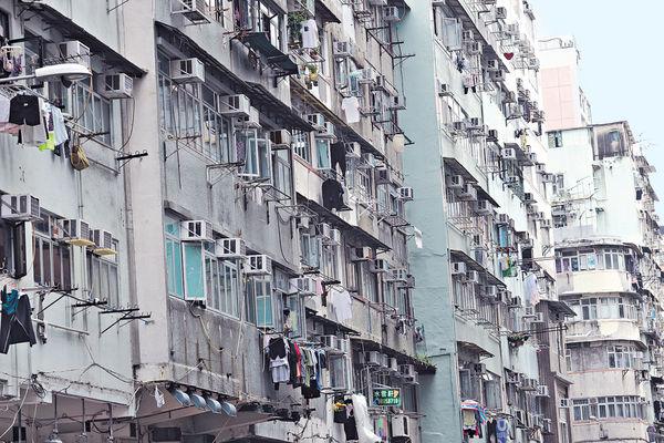 劏房愈細愈貴 18呎床位 呎租$92 佔住戶入息達5成