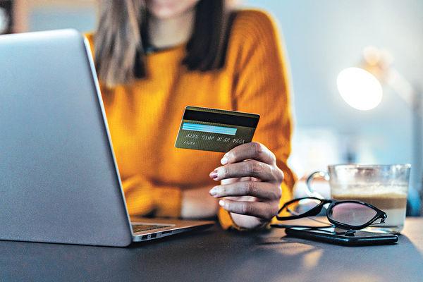 疫情影響 2成人月均網購逾3次 40%消費$500至$2000