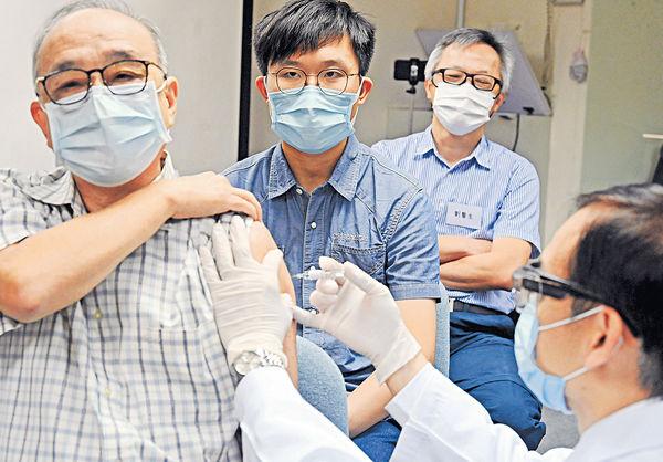 藥劑師「學打針」 望獲准助接種新冠疫苗