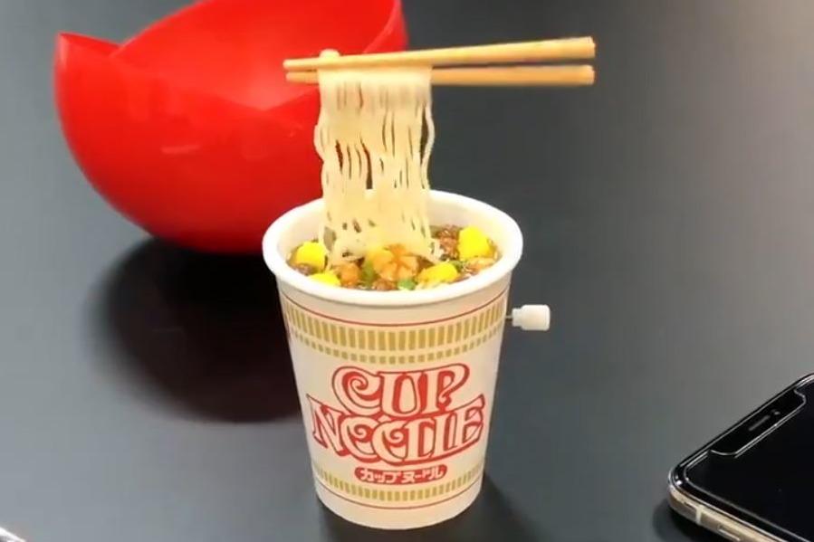 【日本扭蛋】日本日清疑推出合味道杯麵扭蛋 自動筷子不停夾起麵條超有趣!
