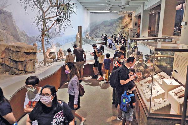 「香港故事」展覽暫別 最後1日 萬人參觀