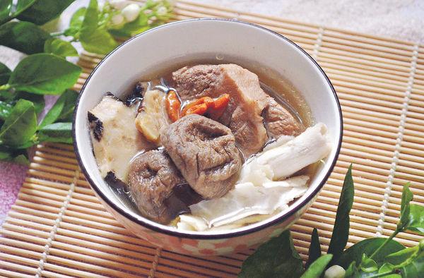 霜降湯水:無花果百合雲苓瘦肉湯