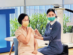 流感針奪命風波 私醫:有人拒打 韓增至59死 台男難呼吸插喉 星叫停2款接種