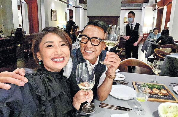 54歲姜皓文孖太太甜蜜慶生