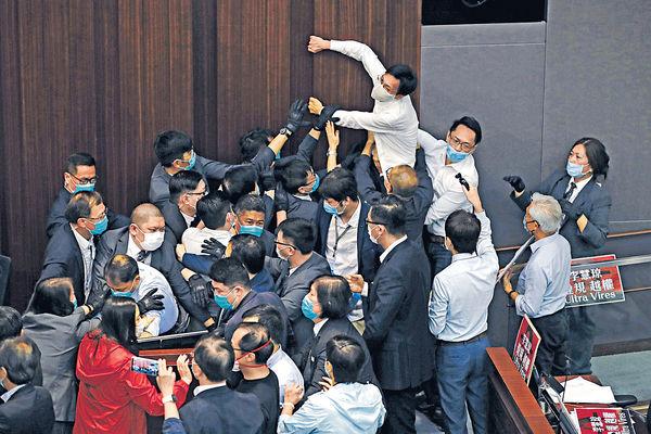 內會衝突涉違特權法 7泛民被起訴