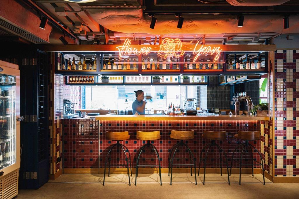【逸東酒店啤酒節】香港逸東酒店11月舉行本地手工啤酒節!半露天酒吧歎多款本地啤酒品牌/露天音樂表演