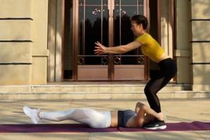 【減肚腩】居家雙人6分鐘減肚腩運動 10個簡單動作與閨密好友一同燃脂練腹肌