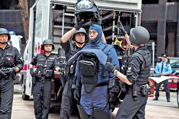 《拆彈專家2》 劉青雲孭70磅裝備見暈