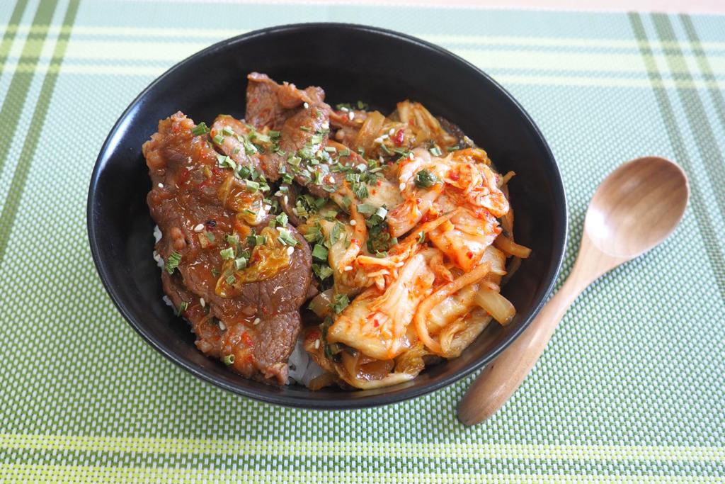 【牛肉飯食譜】懶人簡易料理 15分鐘就做到!惹味泡菜牛肉飯