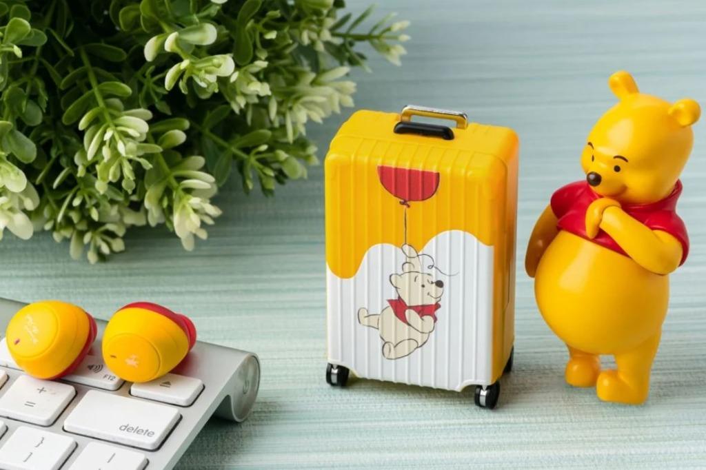 【小熊維尼精品】台灣便利店聯乘迪士尼推出多款精品 小豬造型雪櫃磁鐵/小熊維尼行李箱藍牙耳機
