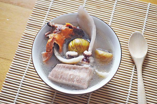 補脾胃湯:章魚淮山栗子百合排骨湯