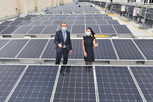 將軍澳廈裝750塊太陽能板 滙豐致力減碳排放
