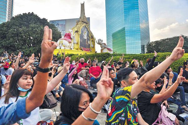 泰15示威領袖 涉侮辱皇室被控