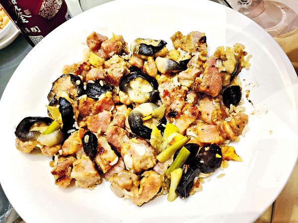皇都戲院#豆豉醬黑蒜白鱔排骨煲仔飯