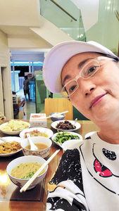 苑瓊丹願包艾威一日三餐