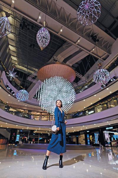 IFC上演大型燈光表演 行商場享美景