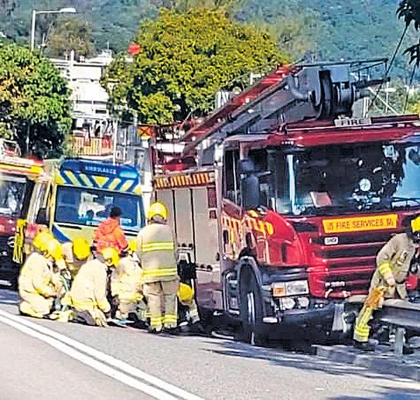 司機稱陽光刺眼不適 消防車突轉向猛撞 外籍單車男亡