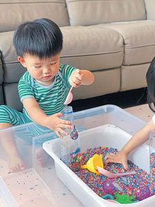 媽媽設計觸感遊戲 訓練孩子語言能力及專注力
