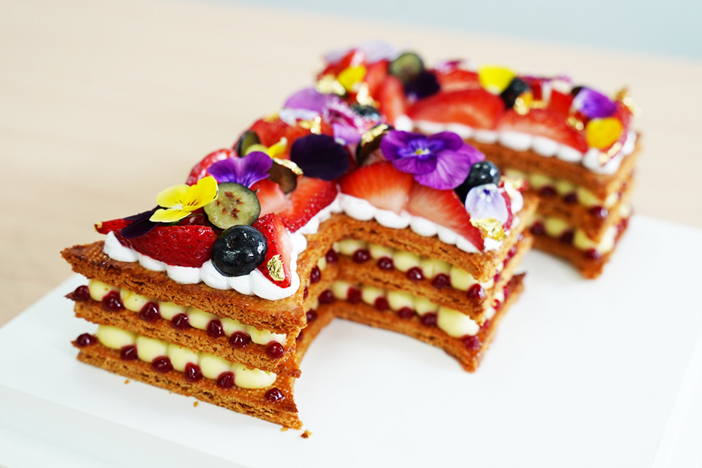 【聖誕節2020】5星酒店師傅主理!精美字母造型拿破崙蛋糕店 易切唔會散/口感酥脆又充滿牛油香