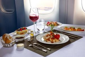 【聖誕到會2020】Sky Lounge推出飛機頭等及商務美食套餐 龍蝦配頂級牛柳/法式油封鴨脾/釀雞胸配雞油菌