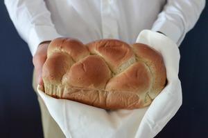 【麵包食譜】新冠肺炎疫情下無娛樂個個變廚神!英國人於封城期間合共焗了近10億個麵包