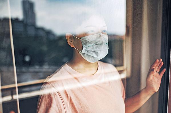 疫情減外出 過半長期病患者抑鬱