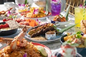 【旺角美食】旺角人氣餐廳青花ATUM推聖誕二人餐64折優惠 露營野餐主題打卡一流/草地嘆泰式聖誕大餐