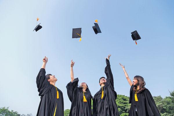 大學畢業生收入微升 未追上舊世代增長