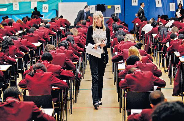 英再取消會考高考 1200人受影響 模擬試成評分關鍵 港生望盡快返當地