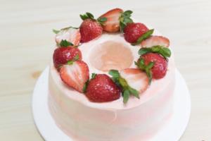 【蛋糕食譜】情人節2021!6步完成粉紅少女打卡甜品  士多啤梨天使蛋糕食譜