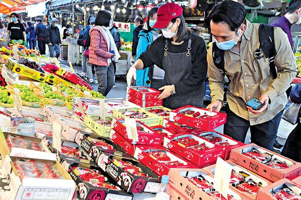 內銷水果轉輸港 日本士多啤梨劈價40% 疫下產地經濟疲弱