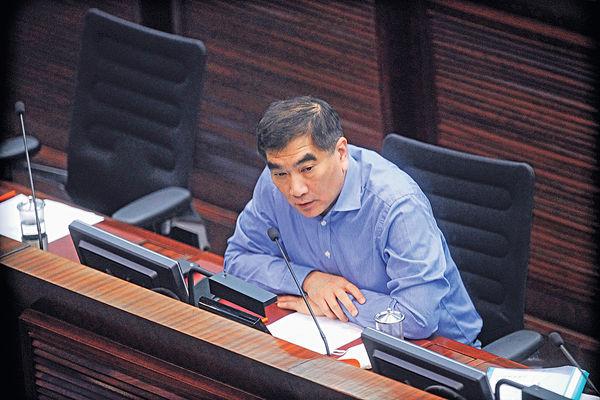 開徵新稅項惹爭議 鍾國斌倡用外滙基金紓困