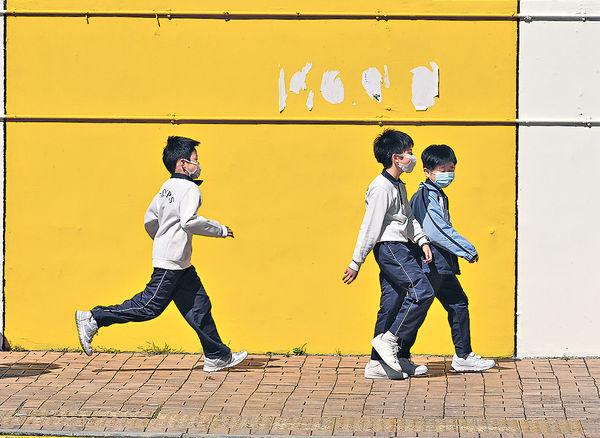 部分中小學恢復面授課 學生:減近視風險